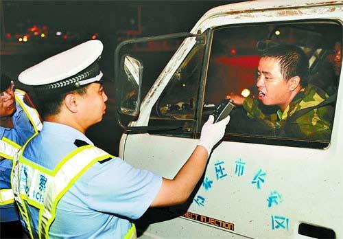石家庄对一年2次醉酒驾驶者将被吊销驾驶证(图