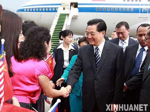 胡锦涛抵达吉隆坡对马来西亚进行国事访问(图)