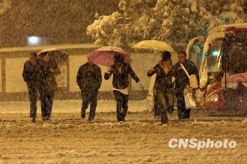 北方数省遭暴雪袭击38人死亡百余万人受灾