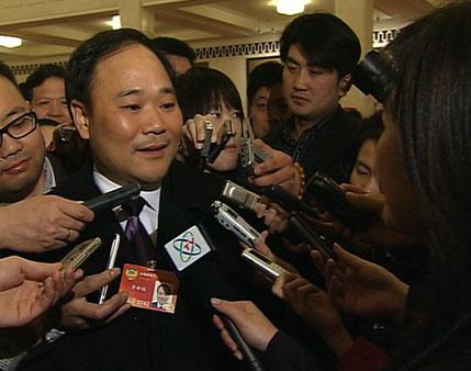 李书福:最关心产业转型升级