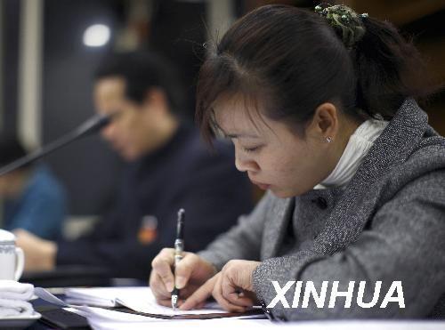 胡小燕:并非农民工救世主曾为还债晕在生产线