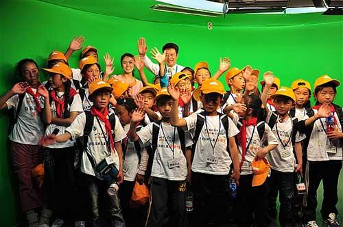 百名玉树地震灾区藏族儿童参观世界气象馆