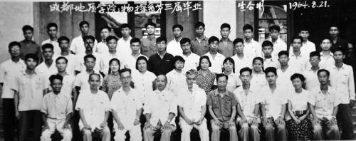 今年72岁的陈宏明曾是成都地质学院(现成都理工大学)59级大学生,毕业图片