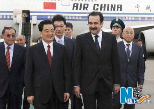 胡锦涛抵达哈萨克斯坦进行国事访问