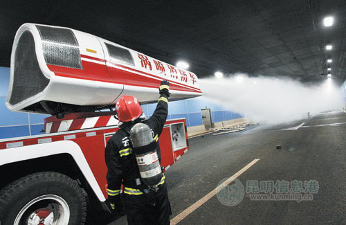草海隧道举行应急救援演练 13家单位齐上阵