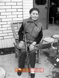 老人喜过110岁生日家中摆起百人坝坝宴