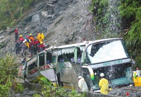 在台失踪20名大陆人所乘客车是否坠海说法不一
