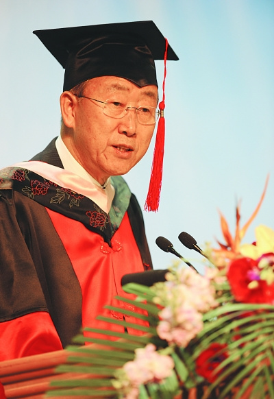 联合国秘书长潘基文获南京大学博士学位