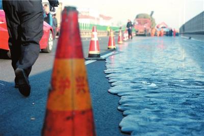 京藏高速出京方向昨日发生车祸拥堵4小时(组图)