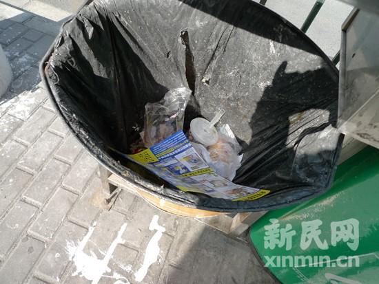 聚焦街头垃圾箱:箱子分类垃圾不分拾荒大军承包分类