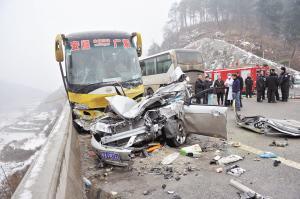 贵阳高速路发生车祸 7死24伤