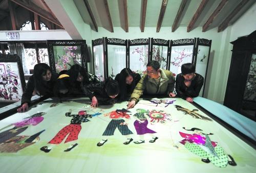 女红工艺博物馆好多男生学蜀绣