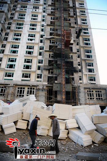 新疆乌鲁木齐市鲤鱼山南路附近一在建高层起火