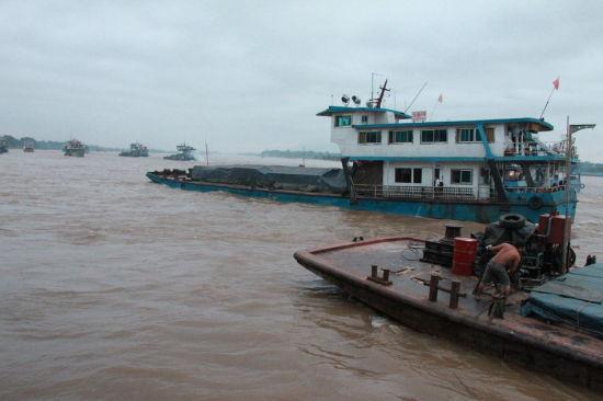 10月14日早晨,滞留在泰国北部清盛的中国船员和船只回国。新华社记者 杨定都 摄