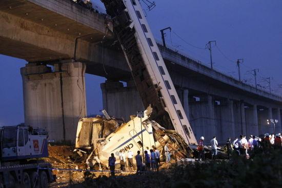 资料图:温州动车追尾事故现场