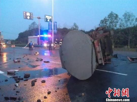 The picture shows the scene of the accident.