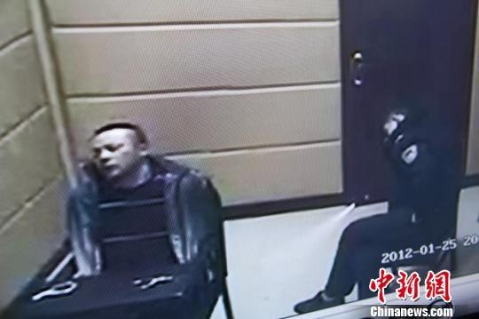 图为犯罪嫌疑人江乐书在武安刑警大队城区中队审讯室内情景。中新网发 马继前摄