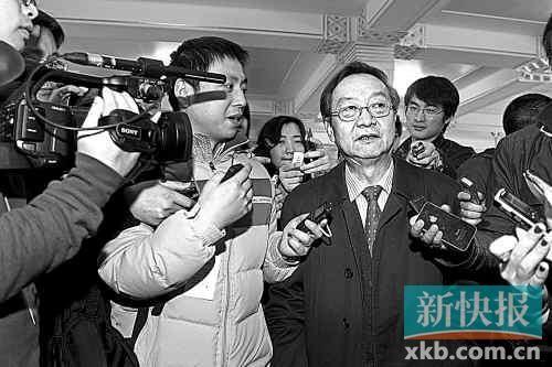 工信部原部长李毅中接受记者采访。 新快报特派记者夏世焱/摄