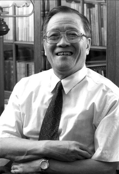 ■对话人物陈光中著名法学家,新中国刑诉法奠基人之一。浙江永嘉县人,1930年4月出生,曾任中国政法大学校长。
