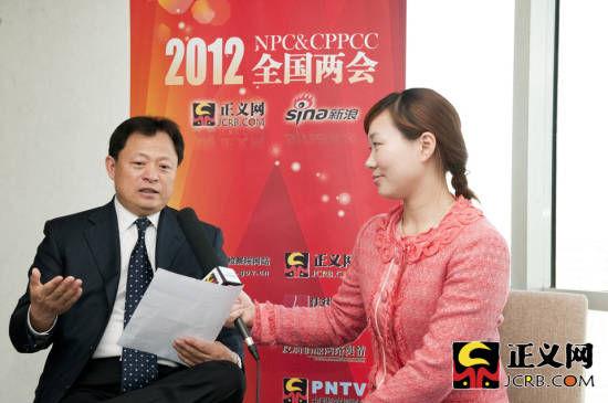 全国政协委员、中华全国律师协会会长王俊峰做客正义网。正义网记者 杨征/摄