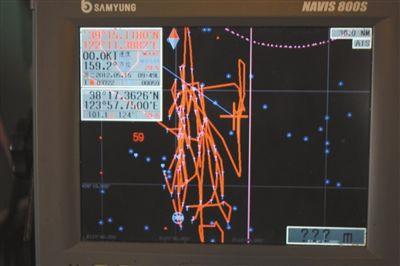 23527号船上的北斗卫星仪器所记录的船只运行轨迹显示,该船未越过东经124度线(紫色线),确定在中国海域内。