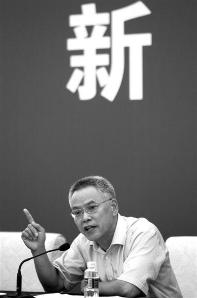 昨日上午,新闻发布会上,王胜明回答记者提问。新京报记者 吴江 摄