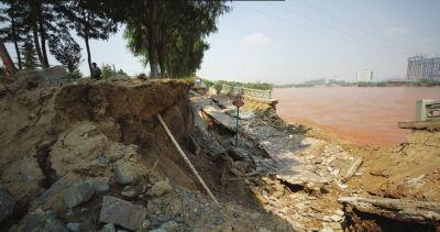 黄河河堤兰州段再次垮塌 距上次垮塌处仅百米(图)