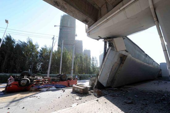 通车不到1年的哈尔滨阳明滩大桥发生断裂 资料图