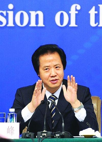 中编办副主任王峰回应热点问题。