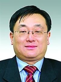 周敏浩,男,1963年 1月出生,汉族,籍贯浙江余姚,全日制大专,在职硕士研究生,高级管理人员工商管理硕士,1983年7月参加工作,1987年 7月加入中国共产党。现任上海市经济和信息化委员会副主任。拟任上海化学工业区管理委员会主任、党组副书记。