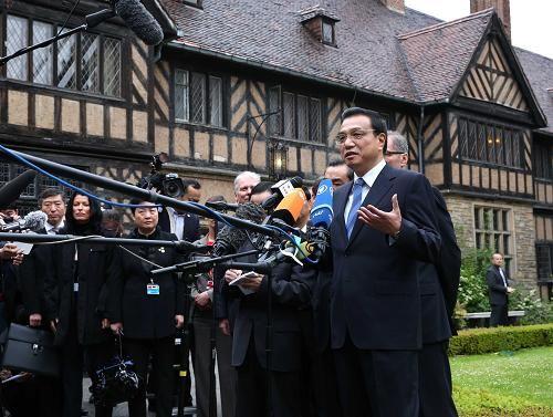 5月26日,中国国务院总理李克强在德国勃兰登堡州参观波茨坦会议旧址。