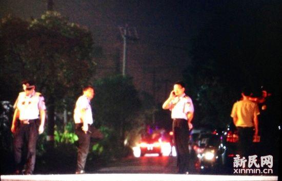 图说:警察在执勤。新民网记者 萧君玮 现场回传