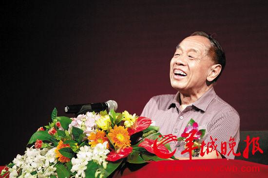 73岁的李肇星精神矍铄文/图 羊城晚报记者 沈婷婷