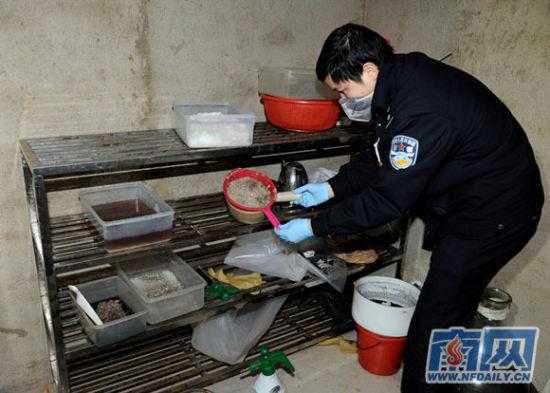 警方发现一制毒窝点。景国民 摄