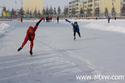2014年阿勒泰地区速度滑冰比赛鸣枪