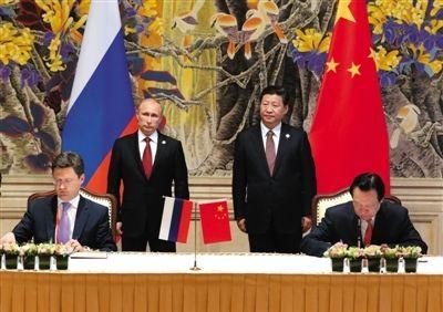 21日,在中国国家主席习近平和俄罗斯总统普京的见证下,中俄签署天然气供气协议。 新华社记者庞兴雷摄