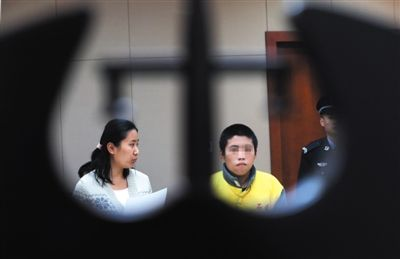 社工为未成年人犯罪案件涉案者进行成人礼宣誓,这些少年的未来仍是未知数。新京报资料图 王贵彬 摄