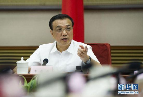 7月15日,中共中央政治局常委、国务院总理李克强在北京主持召开座谈会,就当前经济形势和经济工作,听取专家学者的意见建议。 新华社记者黄敬文 摄