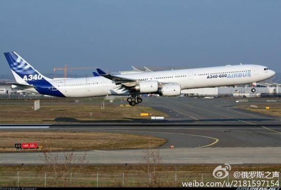 """一架从上海飞往英国伦敦的""""空中客车-340""""空中客车在伊尔库茨克机场迫降。机场的消防调度监督员证实了此消息。"""
