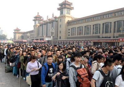昨天,北京站迎来返程高峰。京华时报记者陶冉摄