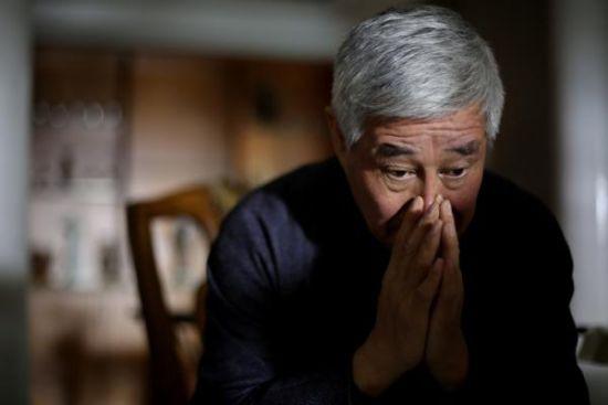 10月28日,辽宁省铁岭。赵本山接受记者专访时,不时地陷入沉思。 澎湃新闻记者 权义
