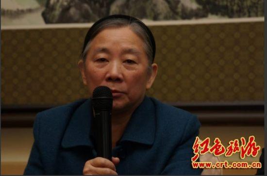 原文配图:林彪元帅之女林豆豆即席发言。