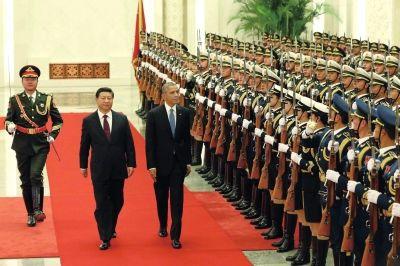 习近平主席在人民大会堂为奥巴马举行欢迎仪式。新华社发