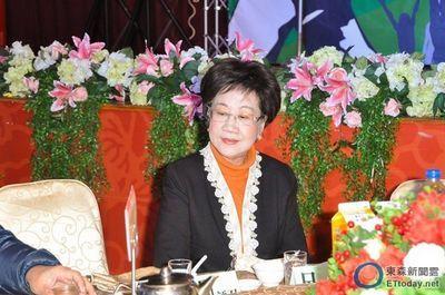 吕秀莲12月5日晚间出席民进党台北市党部餐会。来源:台湾东森新闻云