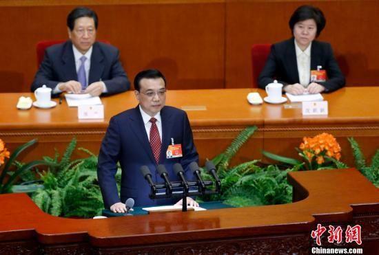 3月5日9时,第十二届全国人民代表大会第三次会议在北京人民大会堂开幕,听取国务院总理李克强作政府工作报告,审查计划报告和预算报告。中新社发 杜洋 摄