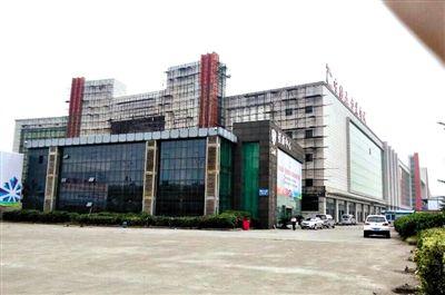 吴芳芳投资的杭州中国五金城。从2012年上半年起,因资金链断裂工程停工,烂尾至今。受访者供图