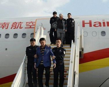 """中国首次全球追逃的""""猎狐""""行动2014年共抓获500多名外逃官员。(图片来源于网络)"""