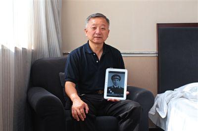 2015年5月19日,八路军129师第二旅旅长孙继先之子孙东宁接受新京报采访时,谈到了父亲对整个家庭的意义和影响。新京报记者 周岗峰 摄