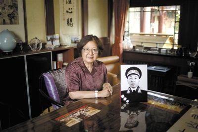 5月29日,北京。在叶葳葳看来,父亲教会她刚强,也让她在顺境中活得不致崎岖潦倒。新京报记者 王嘉宁 摄
