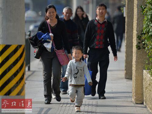 中国家庭不仅希望孩子得到良好的教育,而且希望他们在全球就业市场占据优势。(资料图片)
